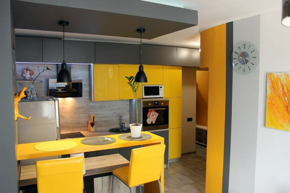 Kitchen repair in bright yellow colors